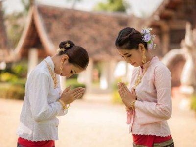 Chào nhau kiểu người Thái Lan