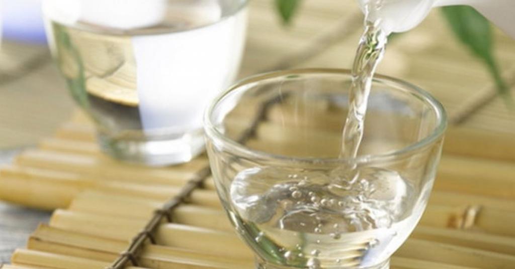 Rượu dùng để ngâm thảo dược