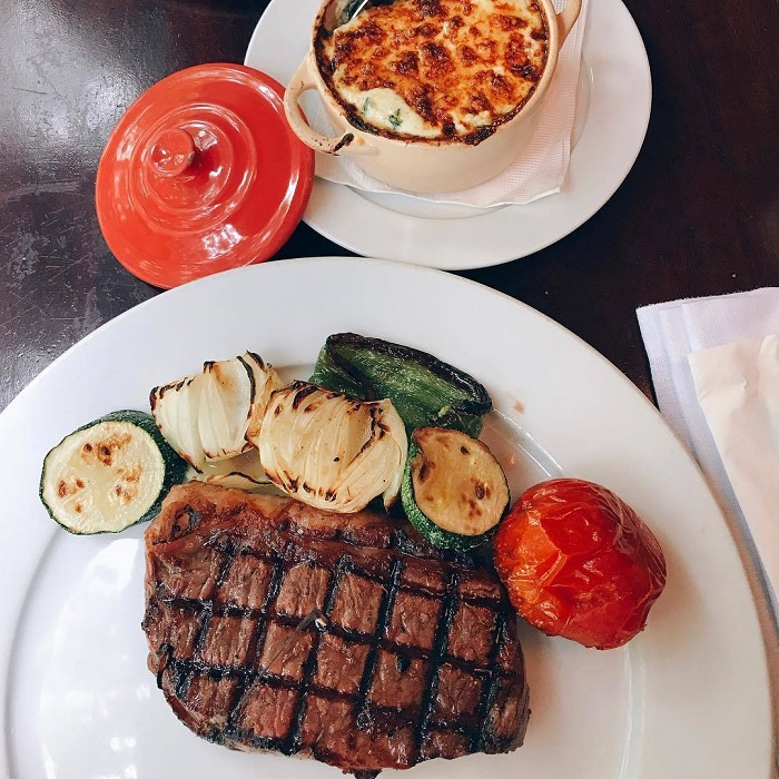 Phần steak ở El Gaucho lúc nào cũng to tướng, chất lượng không cần bàn cãi