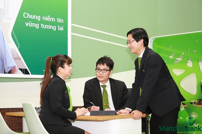 Đồng phục nhân viên ngân hàng Vietcombank
