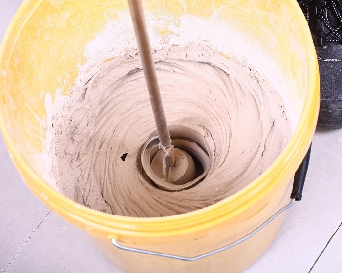 trộn keo dán gạch