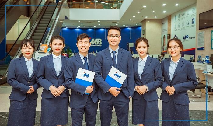 Đồng phục nhân viên ngân hàng MB Bank