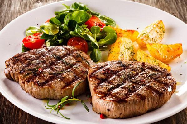 Filet steak và khoai tây chiện tại Beefsteak Cutisun – 120 Hoàng Hoa Thám, Tây Hồ, Hà Nội