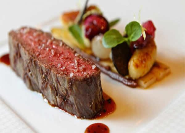 Bò bít tết sốt BBQ là món ăn khá mới lạ và đặc sắc