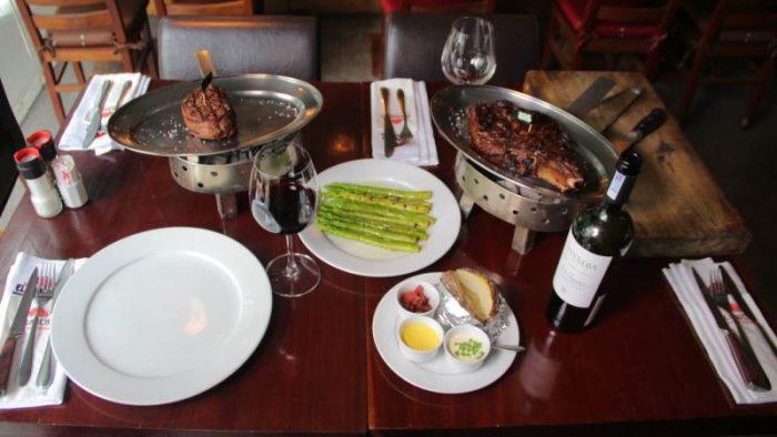 Một buổi ăn gồm Wagyu steak và Filet steak tại El Gaucho Hai Bà Trưng, quận 1